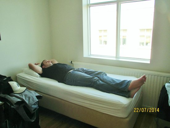 Reykjavik Downtown Hostel: Third party bed with a view too!!