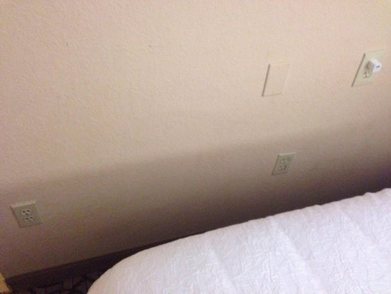 Hampton Inn Gainesville : No lack of outlets here!!