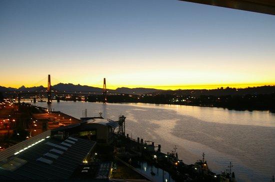 Inn at the Quay: Balcony view @ night