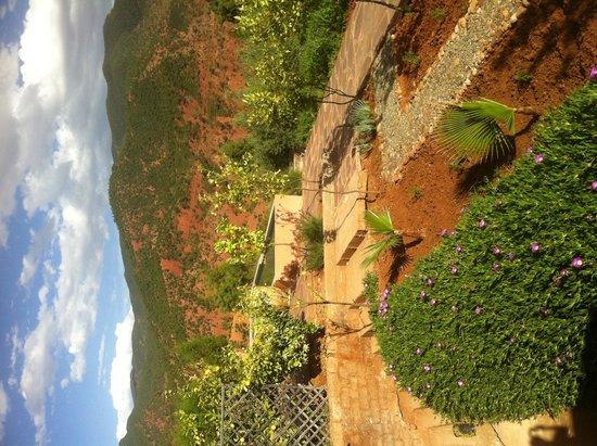 Riad Oasissime : jardin vers la vallée de l Ourika