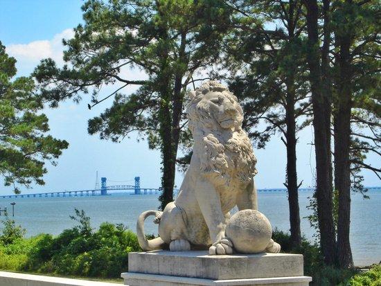 Newport News, VA: The Lions Bridge