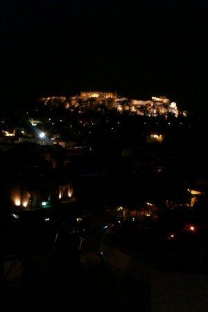 Pella-Inn Hotel: night view from roof bar
