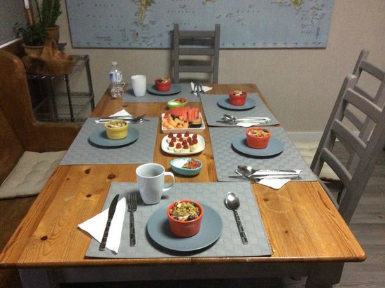 At Wit's End Bed and Breakfast : The beginnings of April's delicious breakfast which kept you full until supper!