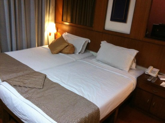 Floatel Hotel: Room