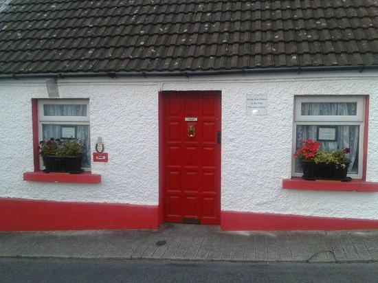Danaghers Hotel: Irish cottage in Cong Village