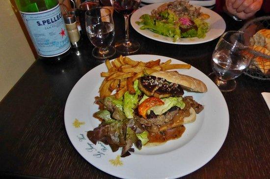 Le singe vert: Burger Perigordine mit Mängeln