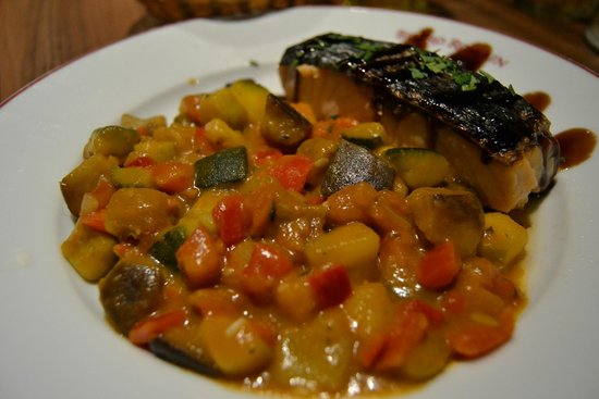Bistro Romain Cadires: Salmon with ratatouille