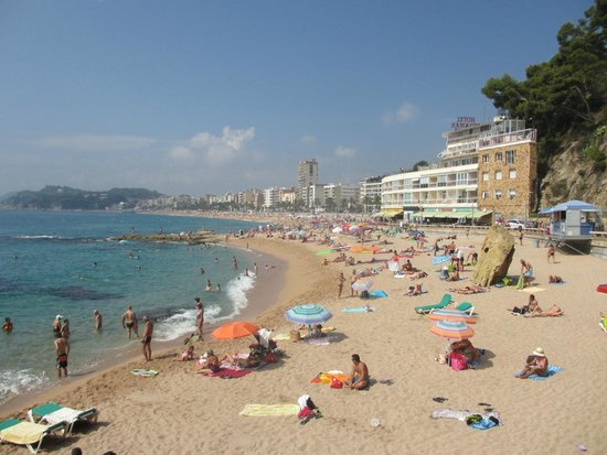 Rosamar & Spa: The beach at Lloret De Mar