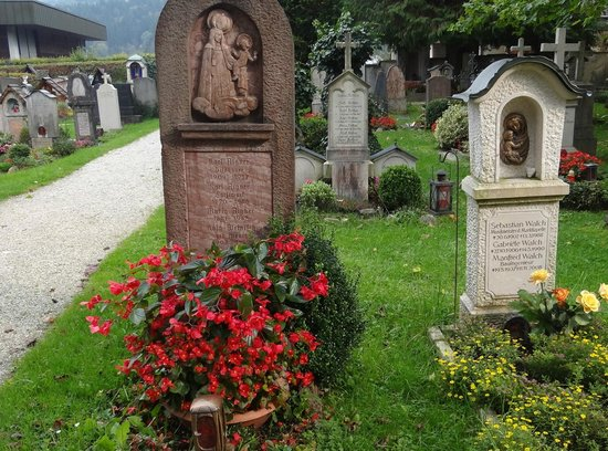 Eagle's Nest Historical Tours: berchtesgaden cemetary