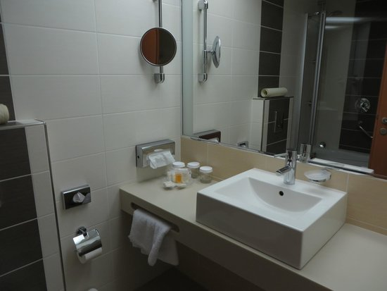 BEST WESTERN Premier Hotel International: Bathroom