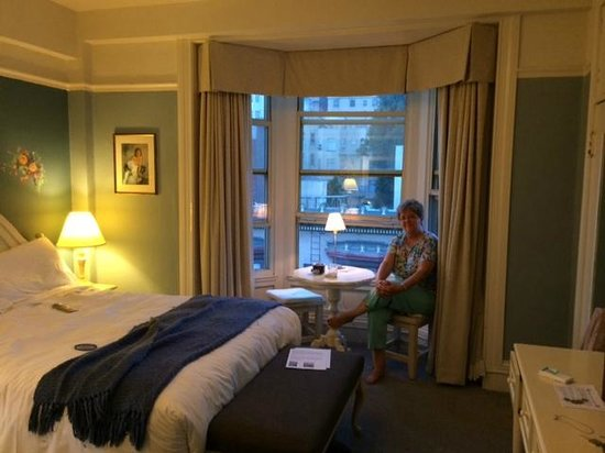 Cornell Hotel de France: Sitting at table in bay window
