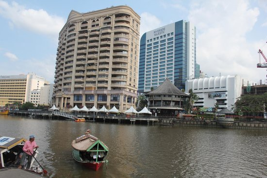 Riverside Majestic Hotel : View from across the river