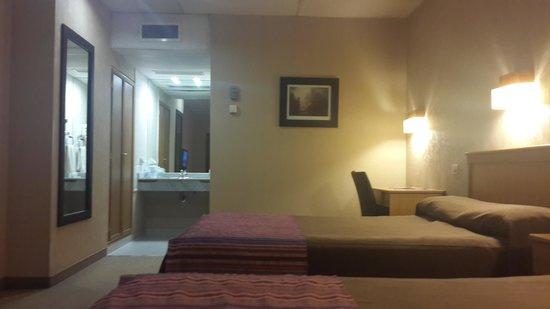 Land Express Hotel: La habitación