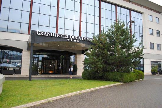 Grand Hotel Duca di Mantova: вход в отель