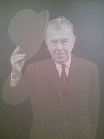 Musee Magritte Museum - Royal Museums of Fine Arts of Belgium : the artist himself