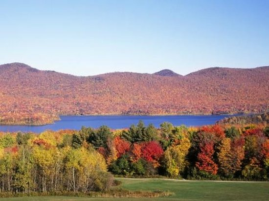 Chittenden, Вермонт: Mountain Top Inn & Resort  View from Lake Front Rooms