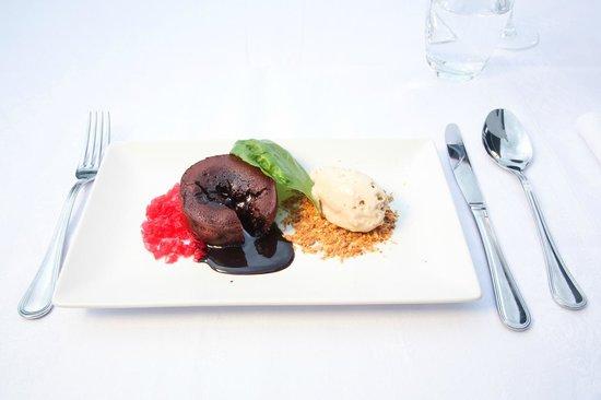 Panorama Restaurant: Petit Gateau com gelado de noz