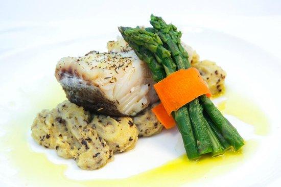 Panorama Restaurant: Bacalhau confitado em azeite de tomilho e puré de azeitona