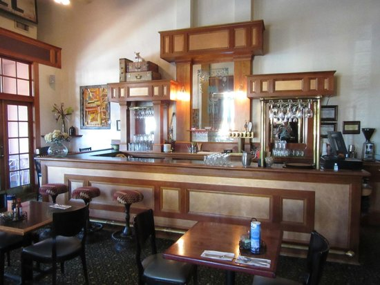Hood River Hotel: Bar area