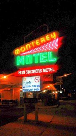 Monterey Non-Smokers Motel: Entrance
