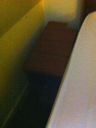 Hotel Alfa Amsterdam: Bed sawn off to fit in room? Leftover wood left under there.