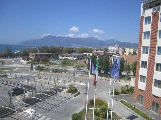 Hotel Novotel Salerno Est Arechi: Слева море.