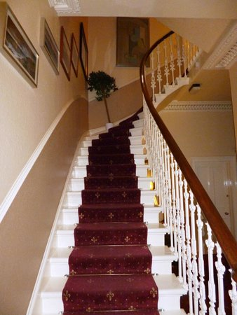 Bon Sonas Guest House: Victorian Staircase Leading From Hallway To 1st Floor  Landing