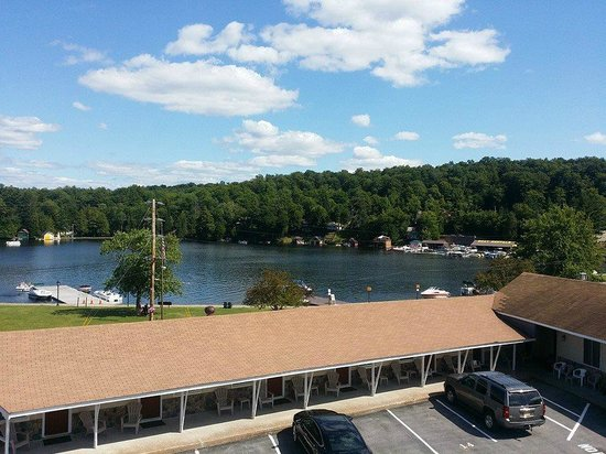 Clark's Beach Motel: Beautiful lake view