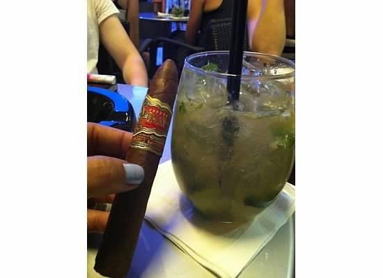 Casa Fuente: Good drinks, good cigars & good convo.!