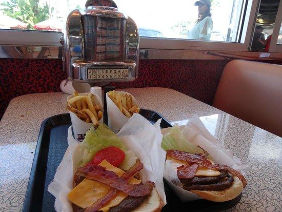 Mel's Drive-In : hamburgueres mels driver inn