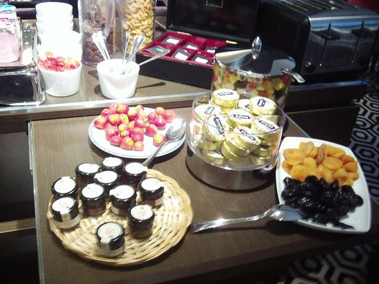 Hotel Mansart - Esprit de France: breakfast buffet1