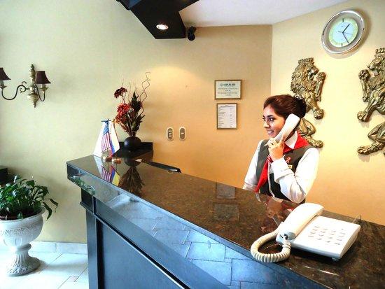 Leon de Oro Inn & Suites: Recepción