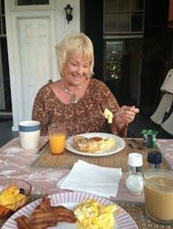 Palmer's Pinckney Inn: Breakfast on the veranda of The Palmer House on the Battery