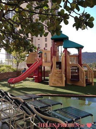 Waikiki Banyan: Playground