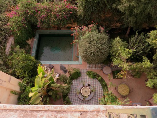 Ryad Mabrouka: View into the garden from the roof terras