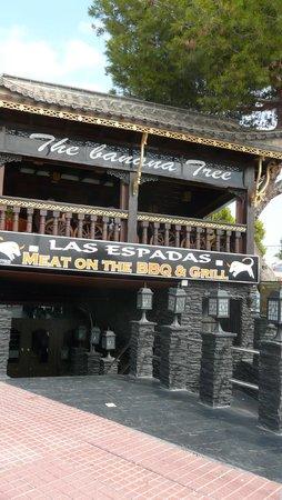 The Banana Tree: Терраса