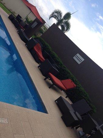 Courtyard Panama at Metromall Mall: Área de piscina!!