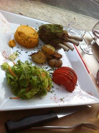 le Chat Noir : rack of lamb, carrot puree, crispy potatoes.