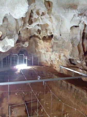 Oliena, Italie : Gli scavi del paleontologo Sondaar
