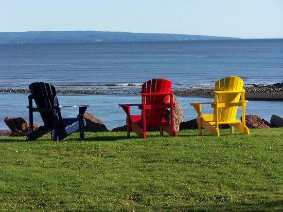 Alpine Motor Inn: Adirondack chairs for guests.