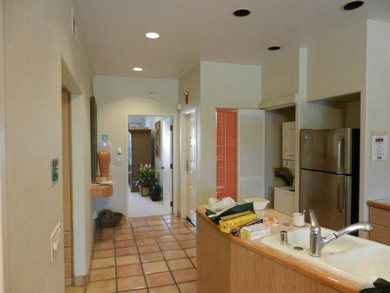 Kona Coast Resort: kitchenette