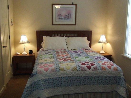Jamesport, MO: Cottage Room