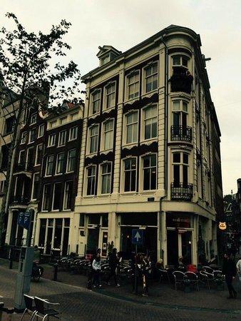 Amsterdam Jewel: links neben dem Eckhaus ist die Hausnr. 235