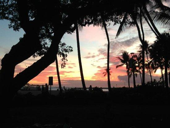 Hale Koa Hotel: Sunset view