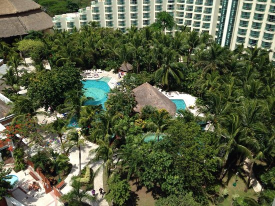 Grand Park Royal Cozumel : View from our 8 floor balcony. Upper level is a must