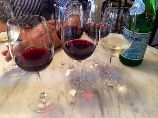 Trattoria Fiat: Wijnproeverij! Heerlijk!!