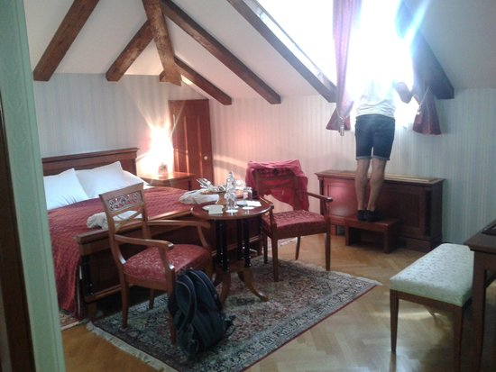 Hotel Kazbek : Lovely spacious room