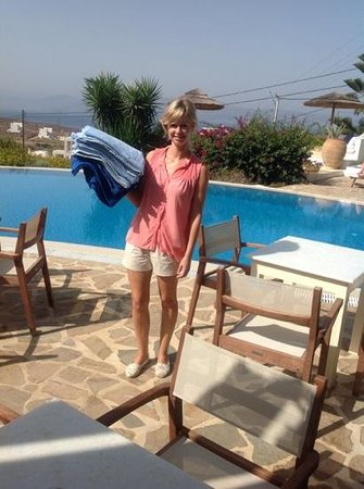 Kavos Boutique Hotel Naxos: Sarah on towel duty by the pool