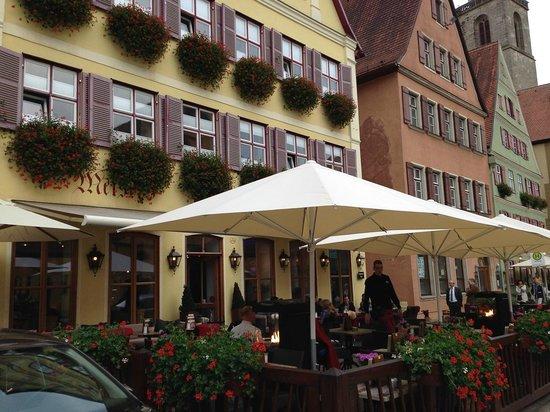 Meiser's: Nice sitting area outside...one of the best presetnations in Dinkelsbühl