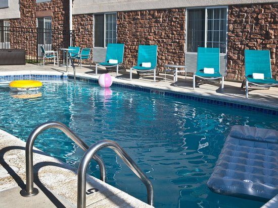TownePlace Suites Colorado Springs Garden of the Gods : Outdoor seasonal, heated pool.